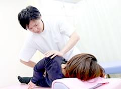 産後骨盤矯正施術写真
